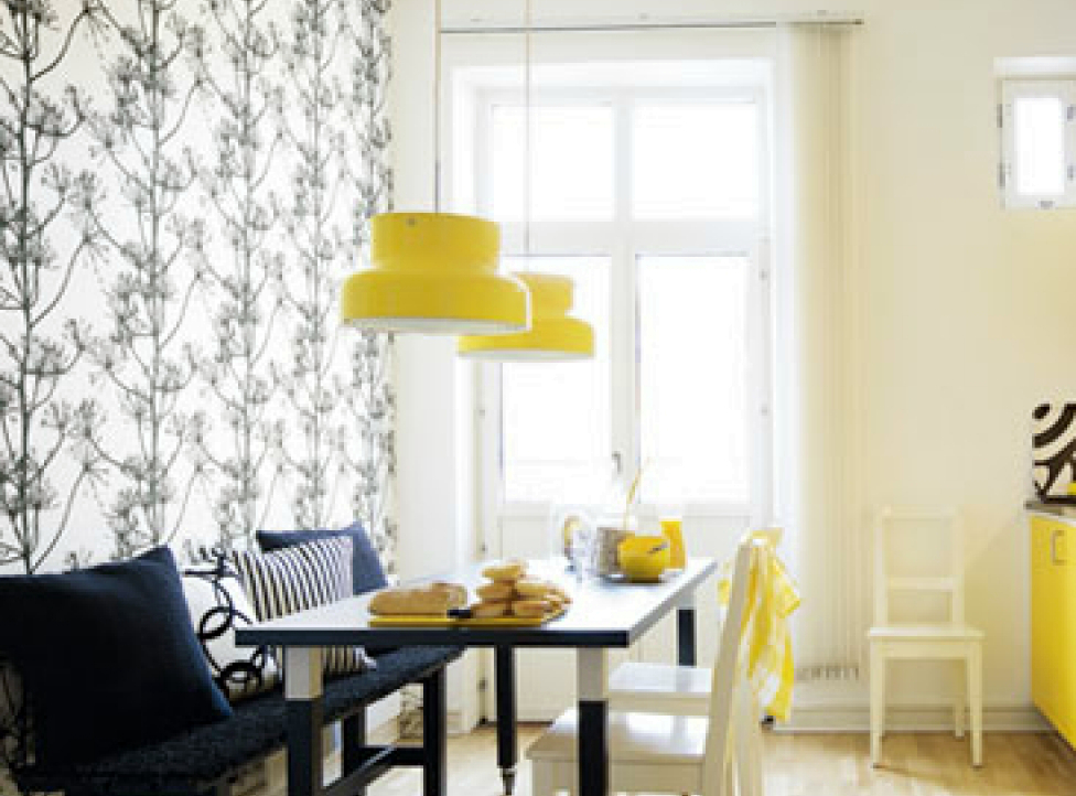 wallpaper-and-lamps-in-yellow-deluxe-kitchen-design-yellow-kitchen-ideas