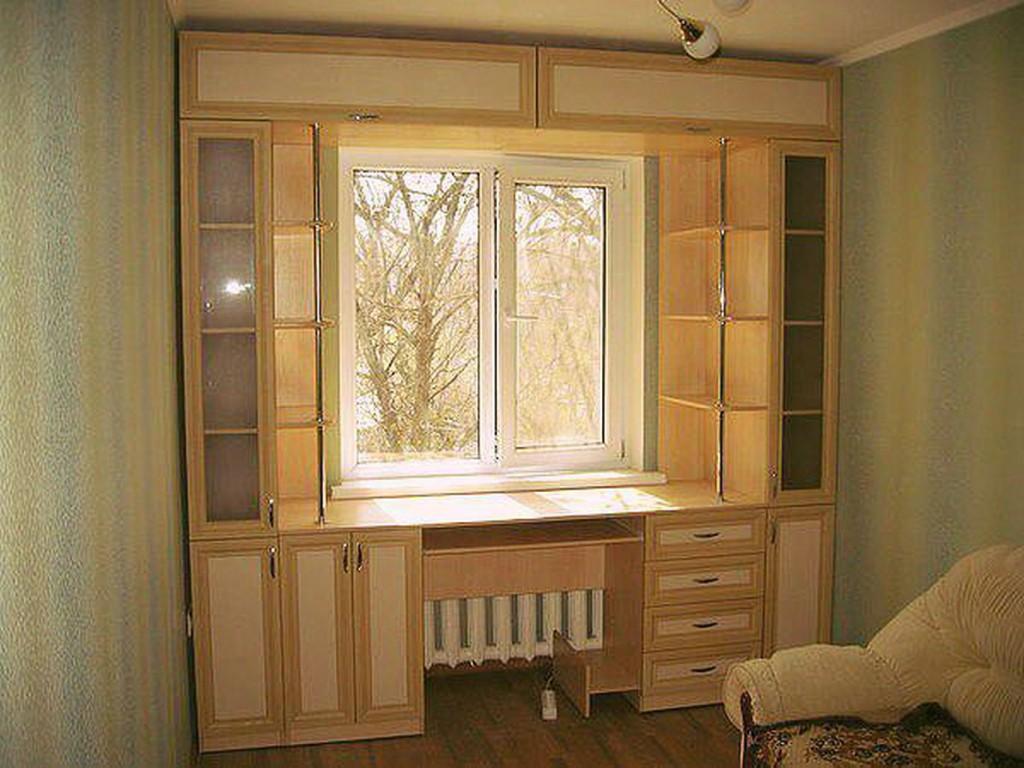 Встроенные шкафы у окна 97