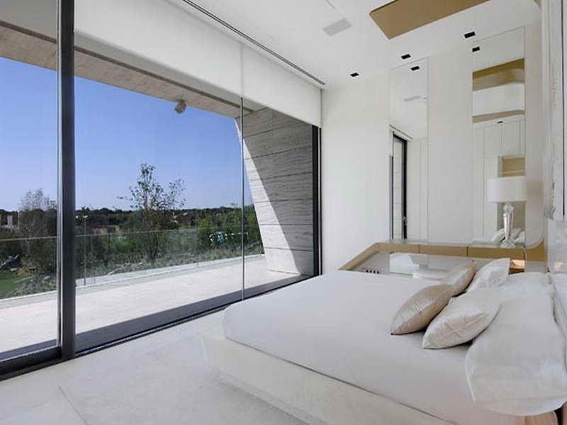 Стиль хай - тек. строгость и простота красивый дом.